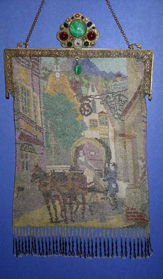 Figural Scenic w/Horse and Carriage