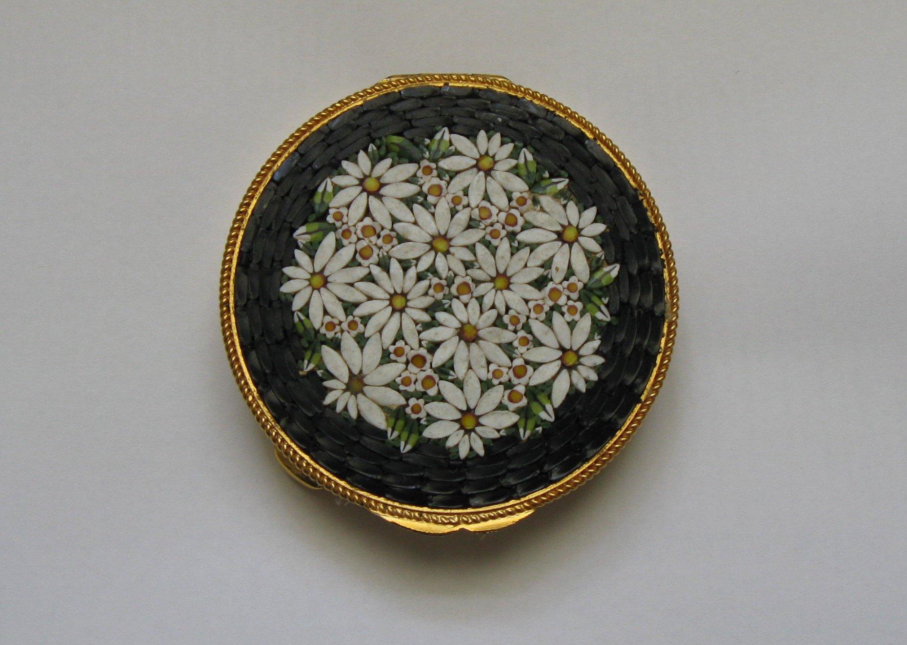 Micro mosaic flower compact
