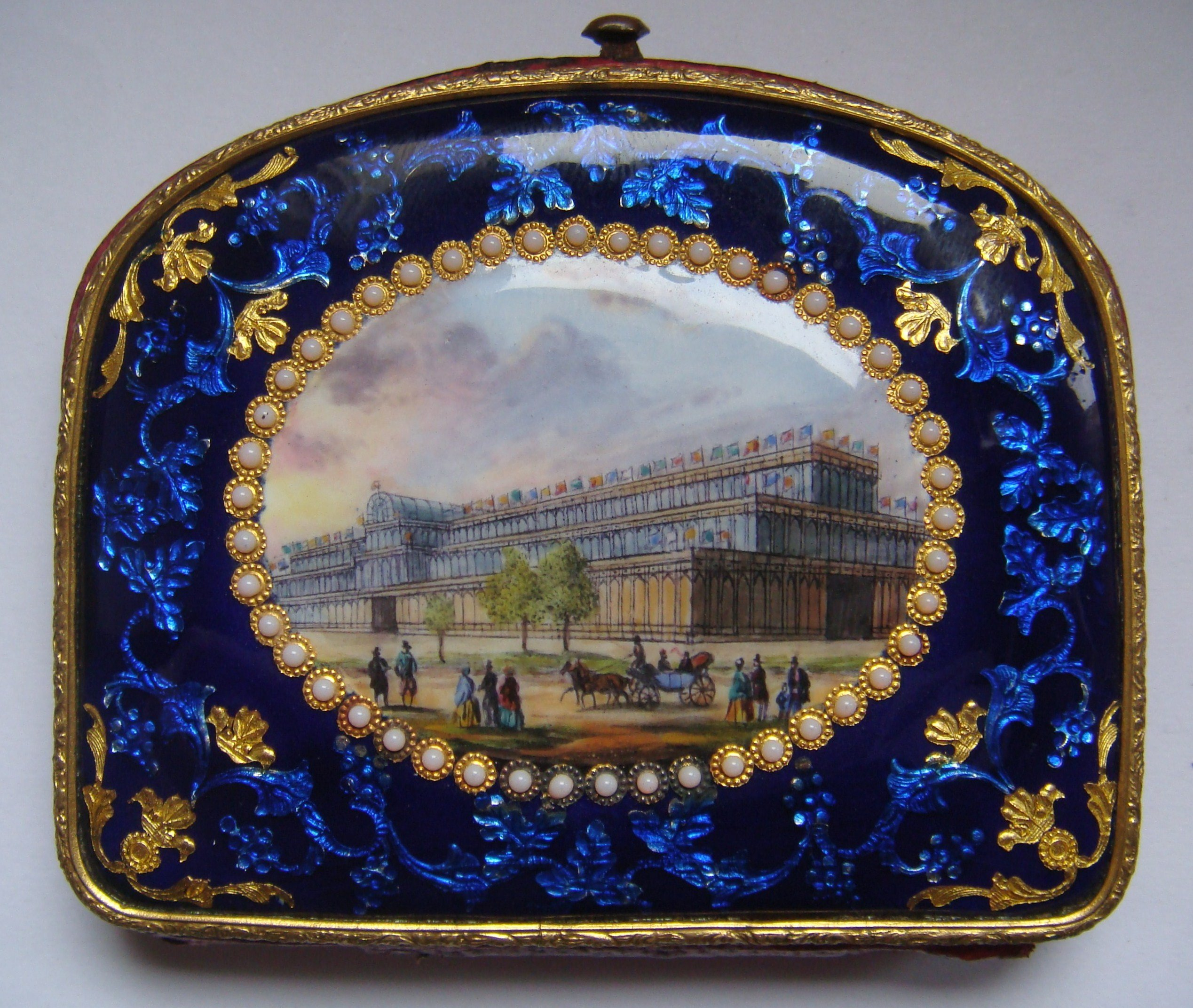 The story of the World Expos as told by purses