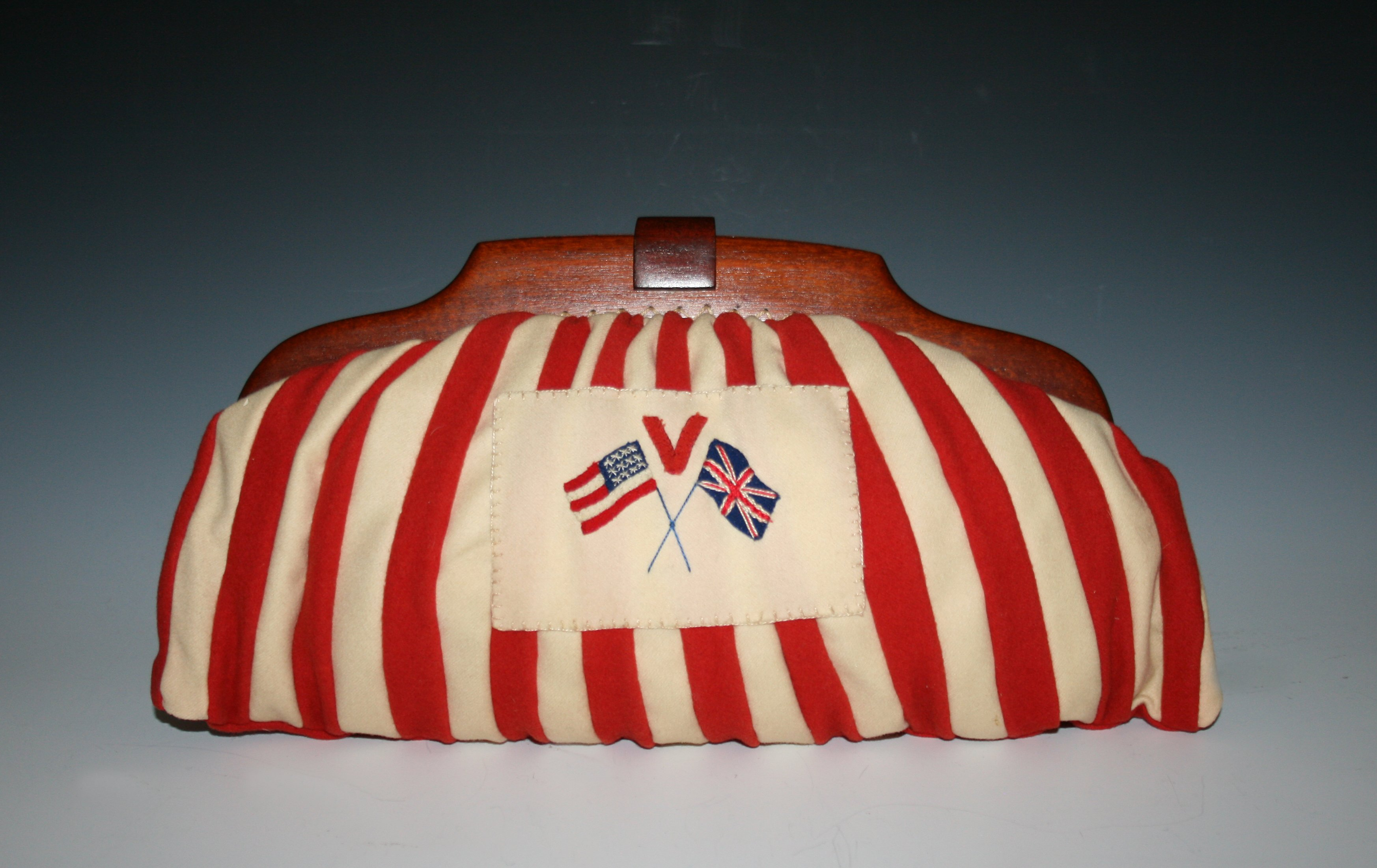 """""""V for Victory"""" purse"""
