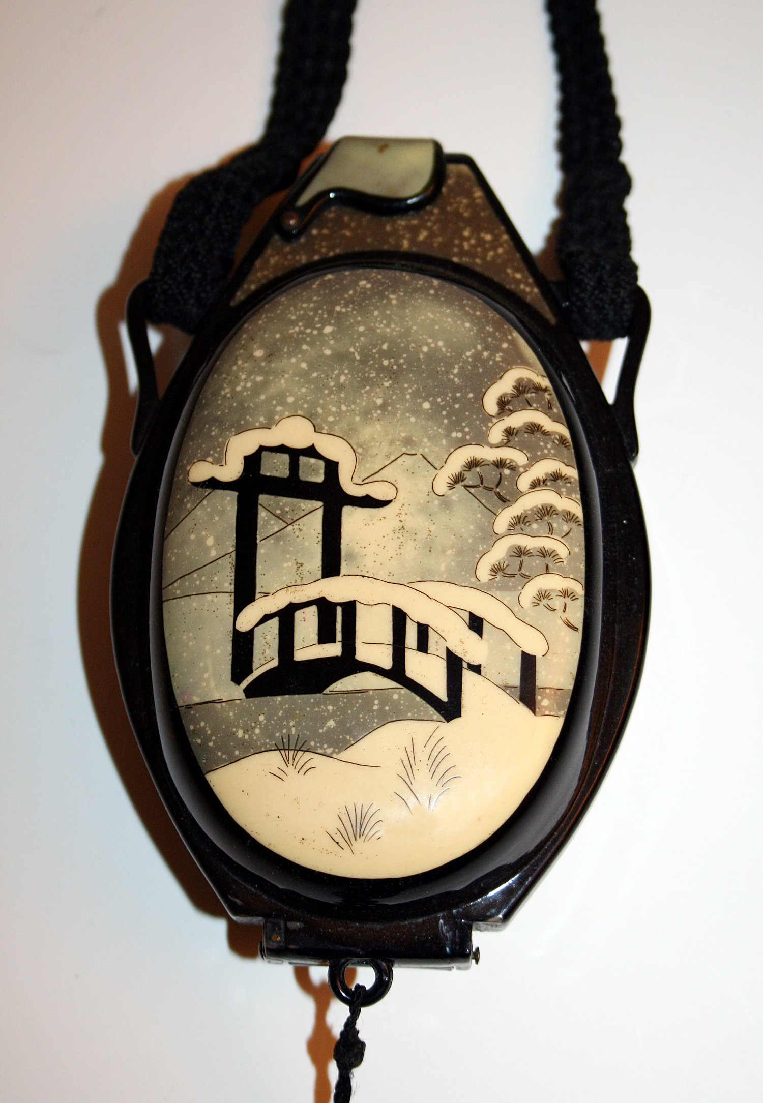 Japanese scenic celluloid purse