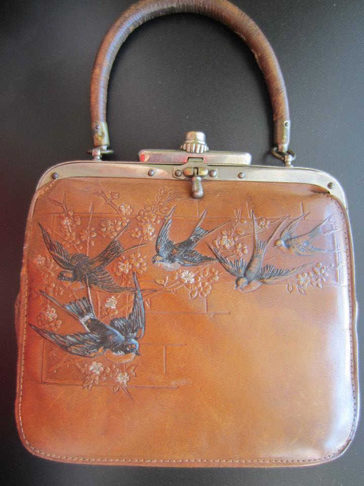 Aesthetic leather bird purse